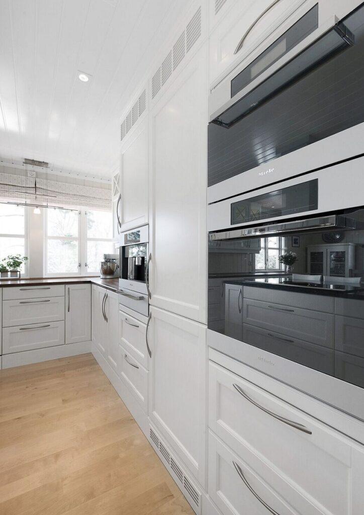 Hvit kjøkkeninnredning fra Huseby