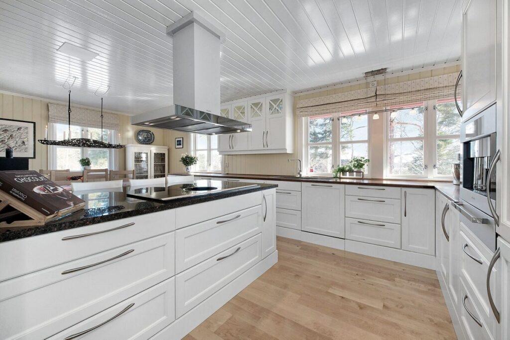 Hvitt kjøkken fra Huseby
