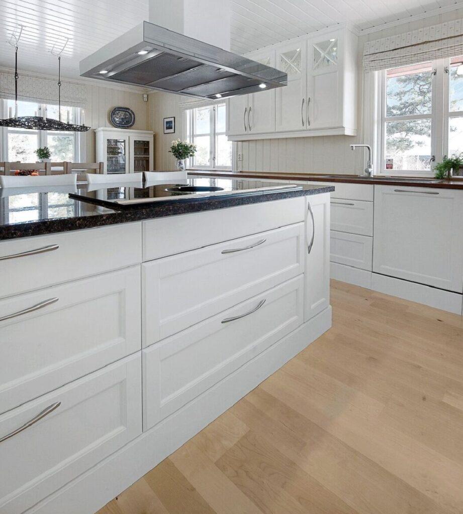 Stor og praktisk kjøkkenøy