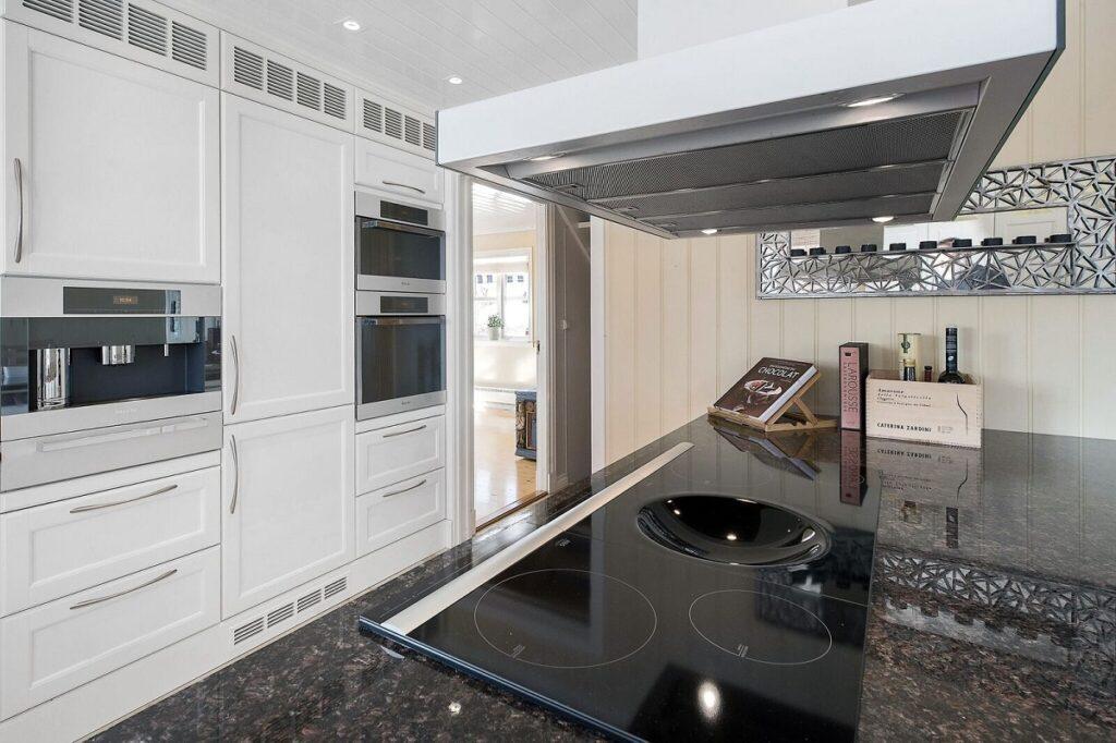 Ventilator på kjøkken over kjøkkenøy