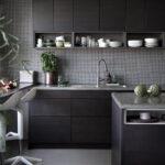 Designkjøkken med mørk brune fronter