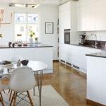 Moderne kjøkken i klassisk leilighet