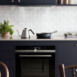Mørkeblått kjøkken