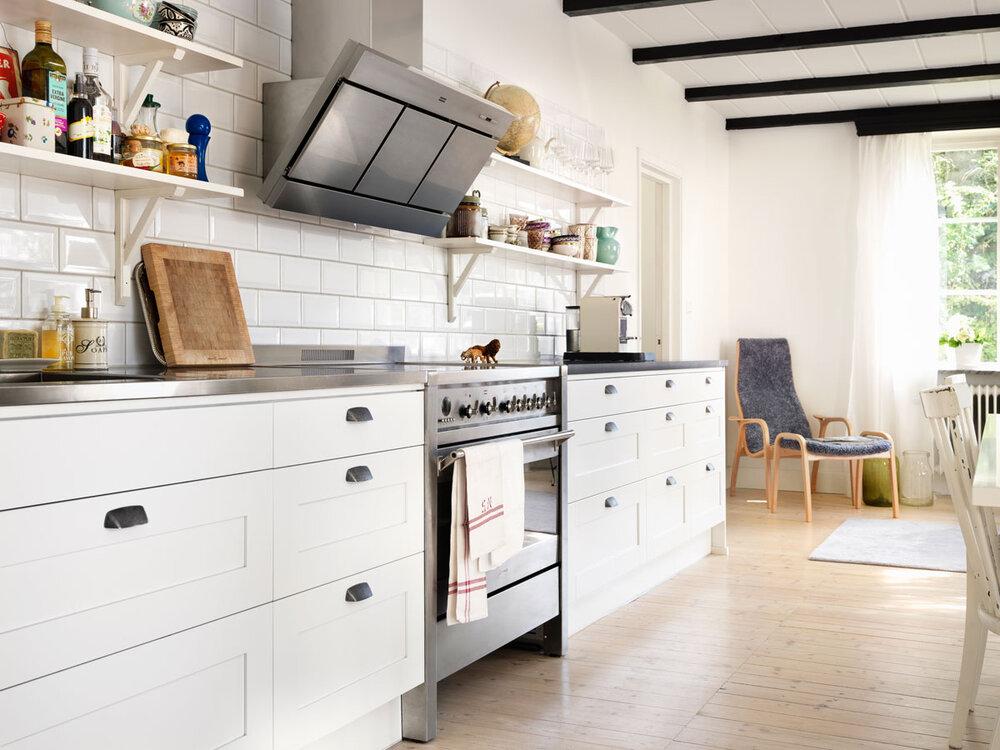landlig hvitt kjøkken