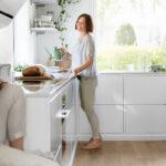 Hvitt kjøkken med hvit benkeplate